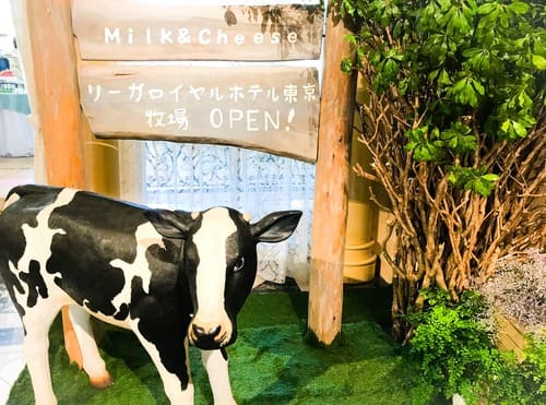 会場のガーデンラウンジ前には牛さんが居て、リーガロイヤルホテル東京牧場がオープンしていました(^^)