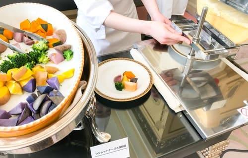 リーガロイヤルホテル東京 ラクレットチーズと温野菜