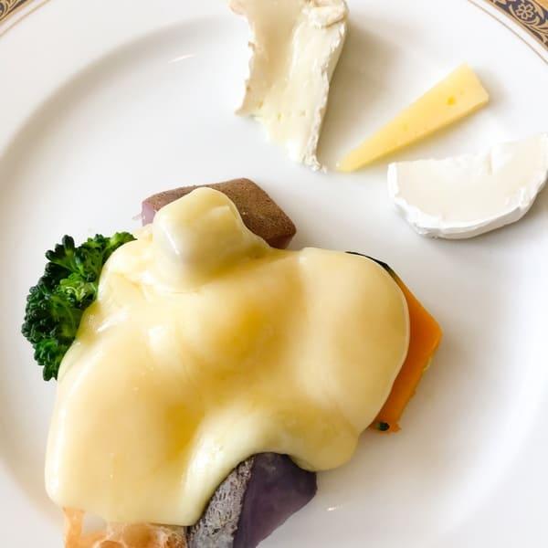 リーガロイヤルホテル東京 ラクレットチーズと温野菜とチーズ添え