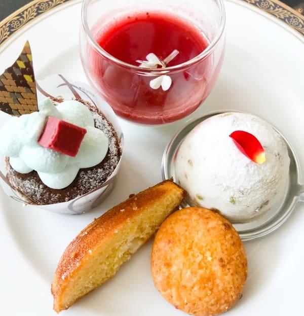 パンナコッタ苺ソース、もこもこカップケーキ、カッサータ、シェーブルのマドレーヌ、パルメザンチーズのサブレ