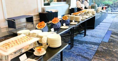 ホテルニューオータニ東京 ピエール・エルメ・パリ&SATSUKI スイーツブッフェ 軽食類のブッフェ台