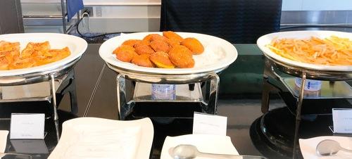 ホテルニューオータニ東京 スイーツビュッフェ ピエール・エルメ・パリ&SATSUKI ハーブドック、プチビーフカレーパン、フライドポテト