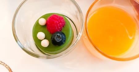抹茶のフォンダンオレンジとパッションフルーツのソース* フォンダンとソース、2段に分かれたグラス入りです
