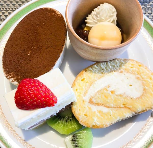 川崎日航ホテル 夜間飛行 ティラミス、チーズのあんみつ、いちごのショートケーキ、【実演カットメニュー】チーズロール