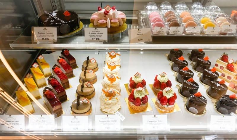 アルノー・ラエール ケーキのショーケース 写真