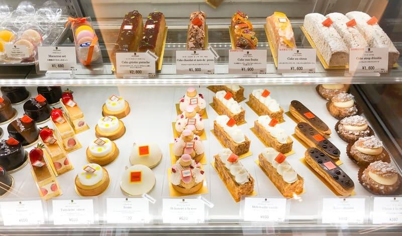 アルノー・ラエール 広尾本店 ケーキのショーケース写真
