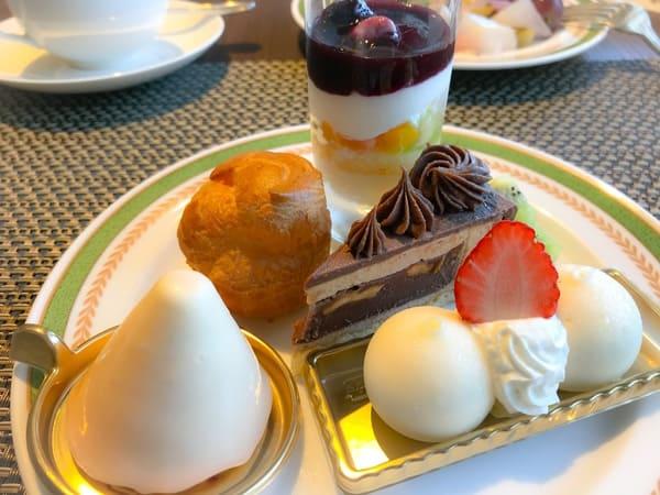 川崎日航ホテル チーズスイーツブッフェ メニュー グラスショート、チーズシュー、紅茶とミルクチョコ、オパリスフレーズ、ムースフロマージュ