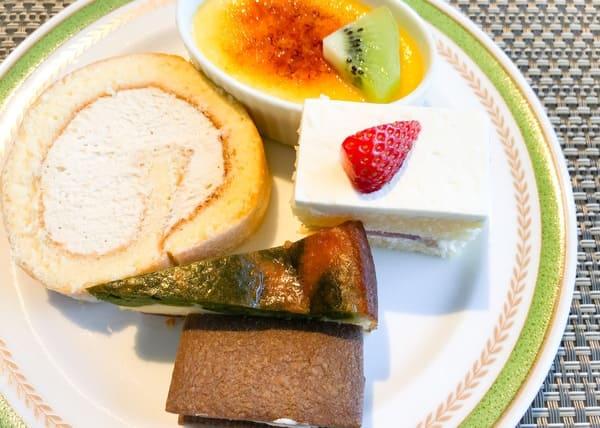 夜間飛行 川崎日航ホテル スイーツブッフェ ブログ チーズブリュレ、【実演】キャラメルチーズロール、苺のショートケーキ、ベイクドチーズ、チーズのレーズンサンド*