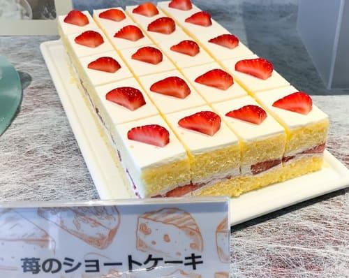 川崎日航ホテル スイーツブッフェ 苺のショートケーキ