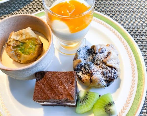 川崎日航ホテル スイーツブッフェ 2019年6月 メニュー マンゴーのグラス、ロマノフ*、フォレノワールチーズ、ブルーベリーチーズパイ