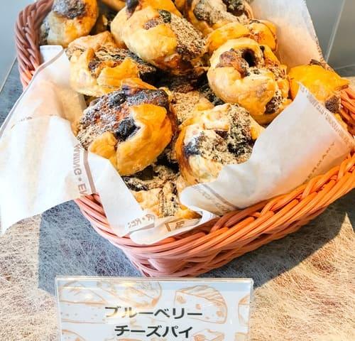 川崎日航ホテル スイーツブッフェ 夜間飛行 メニュー ブルーベリーチーズパイ