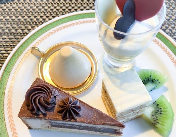 川崎日航ホテル スイーツブッフェ メニュー クープマリアージュ、オパリスフレーズ、ガトーブール、紅茶とミルクチョコ