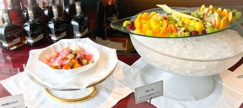 ピクルス、フルーツ盛り合わせ