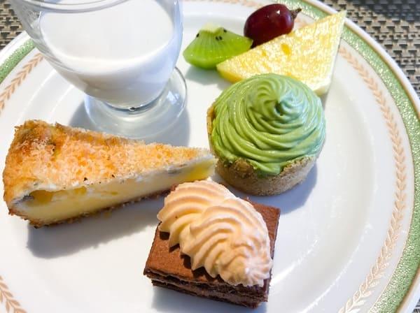 ココナッツブランマンジェ、ベイクドチーズケーキ、抹茶モンブラン、ショコラバナーヌ