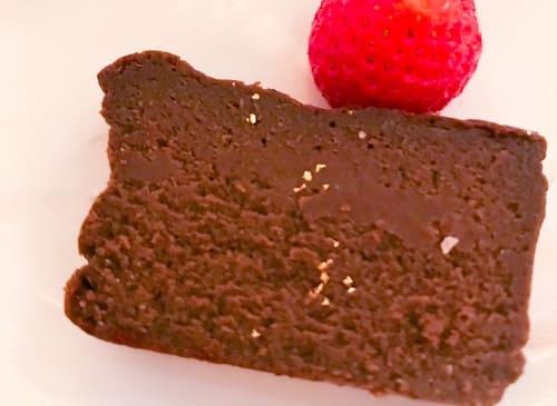 ザ・テラス2019年7月 【アトリエ】ミルクチョコレートとほうじ茶のケーキ