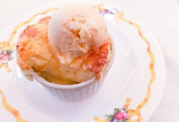 ザ・テラス スフレにアイスクリームをオン