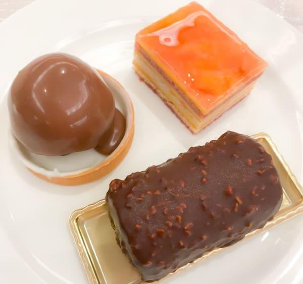 川崎日航ホテル プレミアムナイトスイーツブッフェ イチジクのタルト、アナナスフランボワーズ、チョコチョコロール
