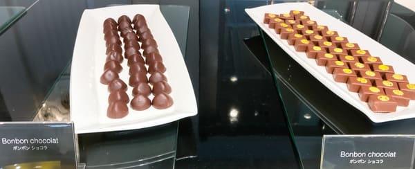 ピエール・エルメ・パリ ボンボンショコラ ブッフェ台(プラリネとパッションフルーツ)