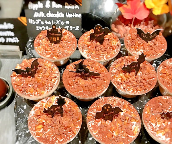 ザ・テラス チョコレートデザートブッフェ2019年10月 メニュー リンゴとラムレーズンのミルクチョコレートベリーヌ*