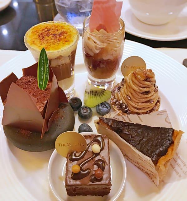 チョコレートとラムレーズンのキャラメリゼ*、マロンとカシスのチョコレートムース、プラリネショコラ、【アトリエ】タルトモンブラン*、ガナッシュケーキ、チョコレートバスク風チーズケーキ