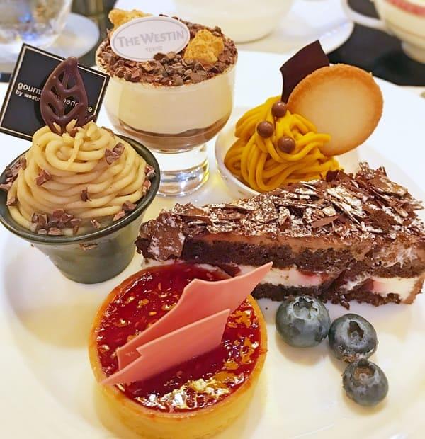 チョコレートティラミス ブラックペッパー風味、チョコレートとカボチャのクリーム、チョコレートモンブラン、ブラックフォレスト*、ルビーチョコレートとラズベリーのタルト