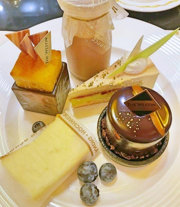 レモン風味ミルクチョコレート牛乳、チョコレートクリームとアーモンドケーキ、【アトリエ】ピスタチオブラン*、柚子風味のホワイトチョコレートチーズケーキ、キャラメルコーヒー風味のチョコレートムース