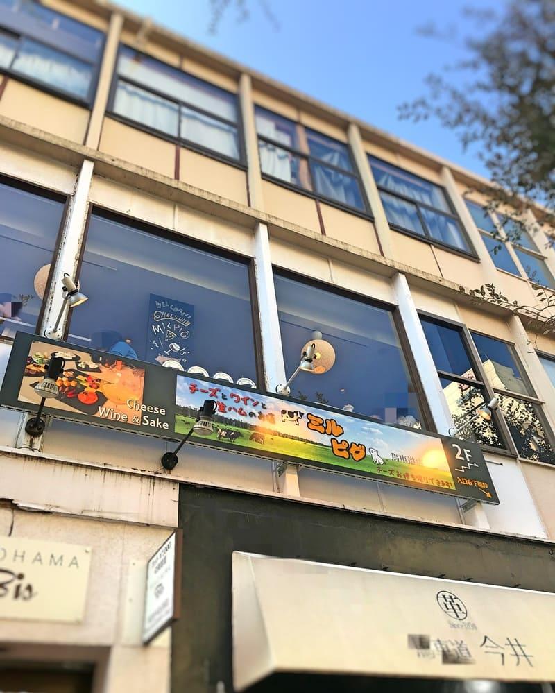 横浜 ミルピグ パフェ部は馬車道会館2階にあります