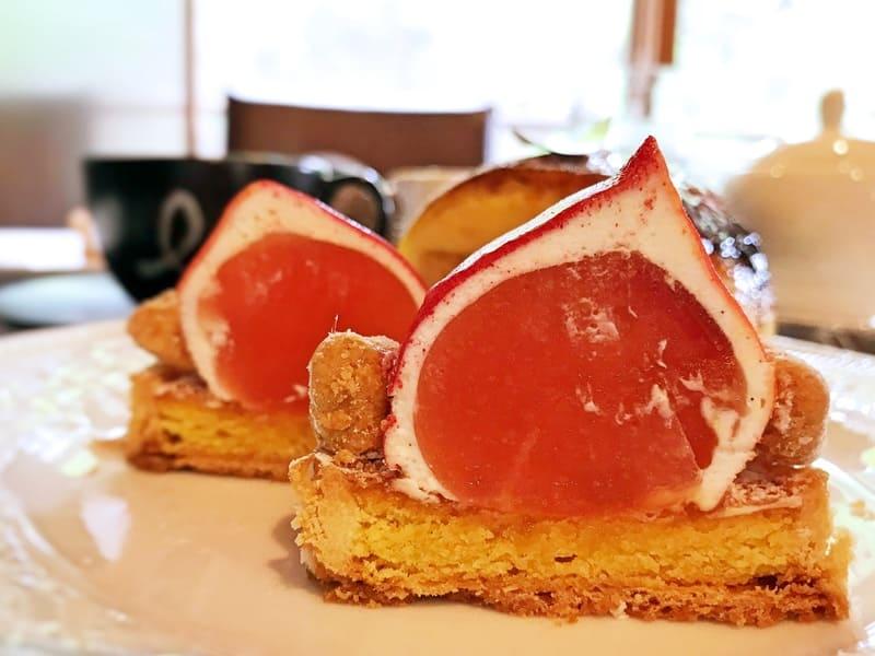 カフェミクニズのケーキ すもものタルト断面図