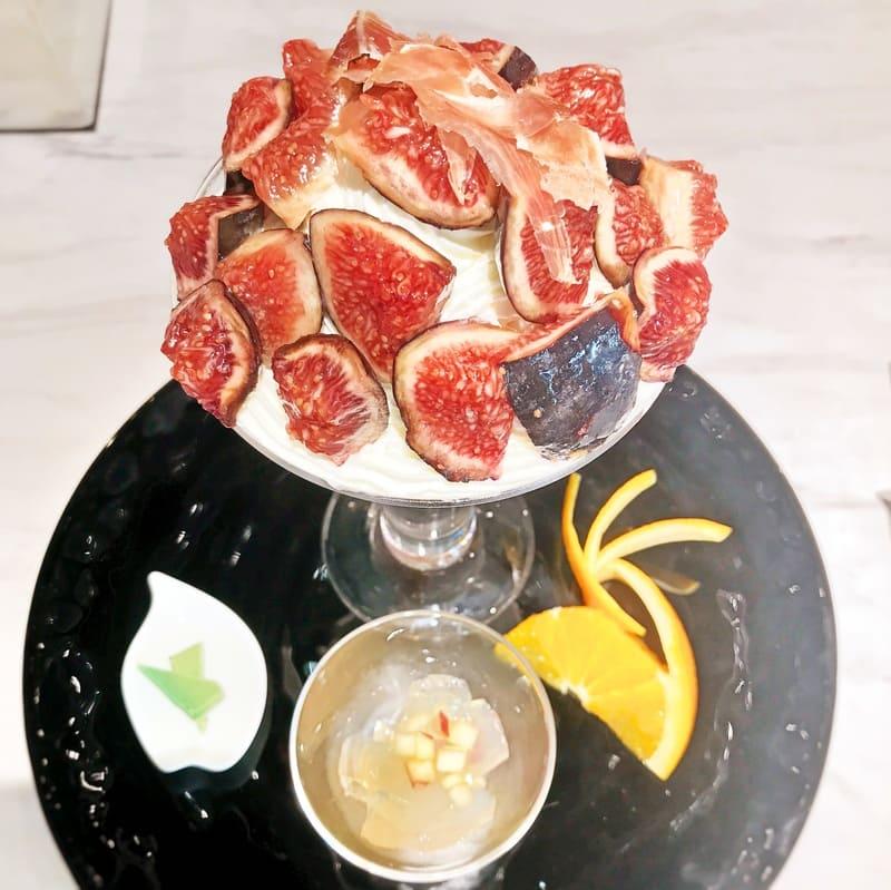 ビオレソリエスのパフェとプレート上から写真 ブログ