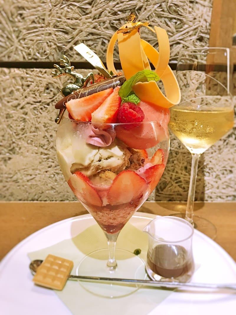 デリーモパフェとワインのマリアージュ 白:シャトーベラ・リースリングを合わせて
