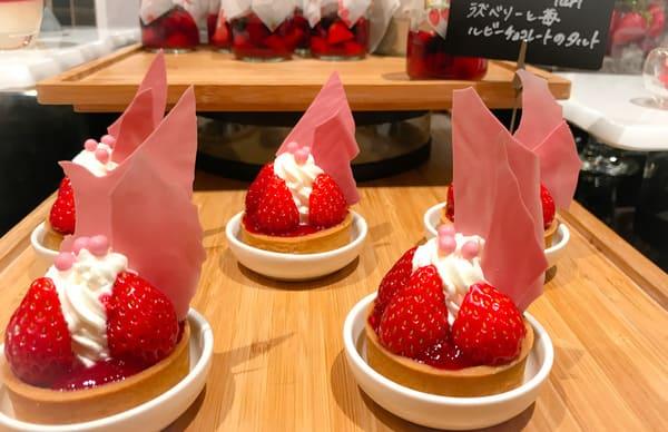 ラズベリーと苺ルビーチョコレートのタルト