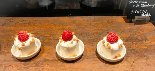 ウェスティンホテル東京いちごスイーツブッフェ チーズのクリーム苺添え