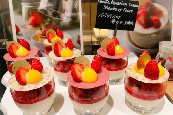 ウェスティンホテル東京いちごスイーツブッフェ ババロアバニラ苺のソース添え