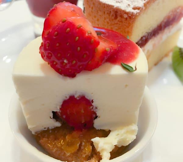 ウェスティンホテル東京いちごスイーツブッフェ 2020年1月メニュー ストロベリーレアチーズケーキ