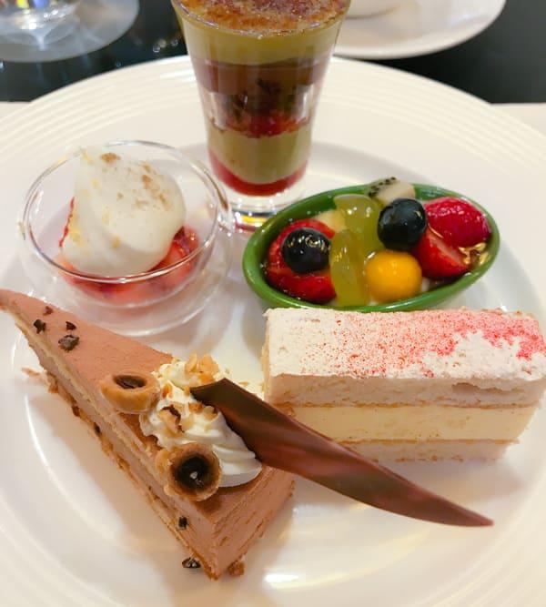 ウェスティンホテル東京いちごスイーツブッフェ2020年1月 苺とピスタチオのキャラメリゼ、苺とレモンのフォンティーヌブロー、苺と彩りフルーツ、【アトリエ】プラリネラクテ*、ミゼラブル