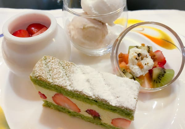 白玉入り苺のクリームぜんざい、【アトリエ】マロン&シャンパンフロマージュアイス、フレジェ*、苺とキウイのカッテージチーズ