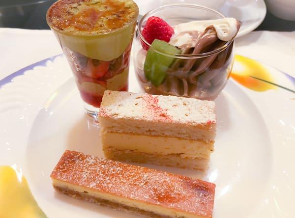 苺とピスタチオのキャラメリゼ、クレミア(バニラ&チョコ)、ミゼラブル、チーズケーキ
