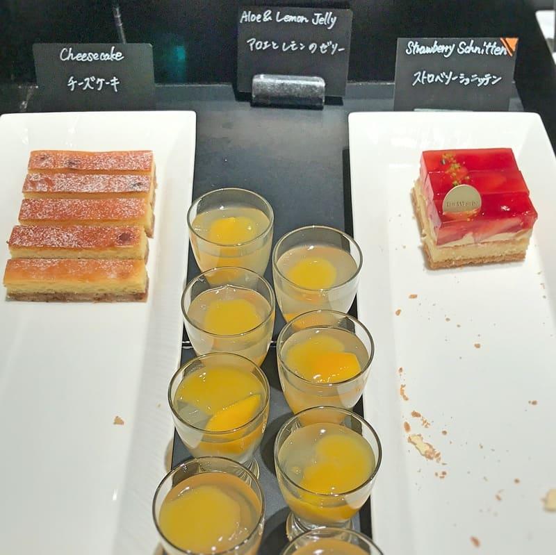 ザ・テラス2020年2月デザートメニューストロベリーシュニッテン*、アロエとレモンのゼリー、チーズケーキ