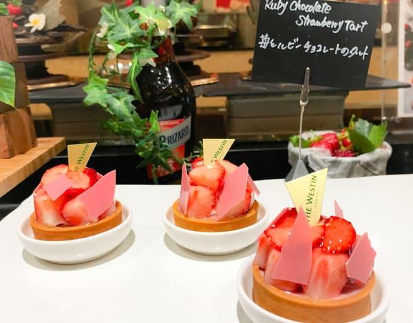 苺とルビーチョコレートのタルト