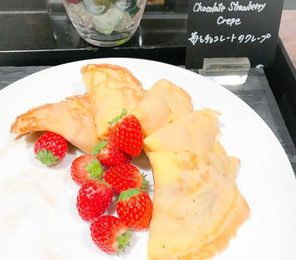 ウェスティンホテル東京 苺デザートブッフェ 苺とチョコレートのクレープ