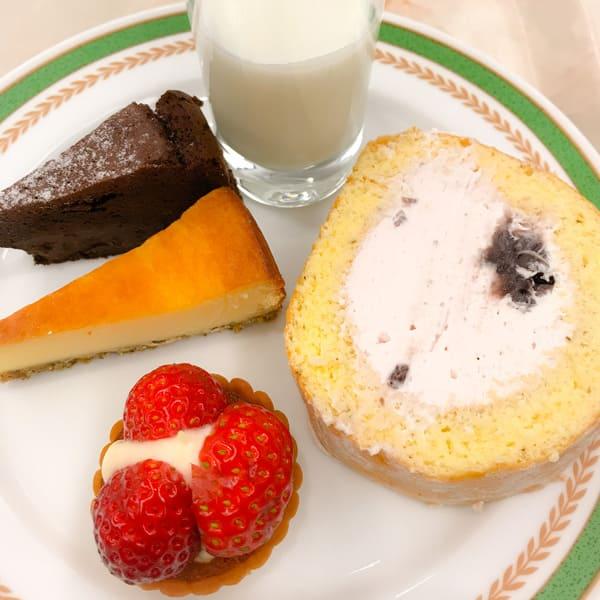 クラシックショコラパッション、桜のベイクドチーズ、ミルクゼリー、桜のロールケーキ、タルトフレーズ*