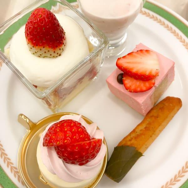 チーズといちごのグラス、桜のブランマンジェ、紅茶といちご、桜のフリアン、いちごのレアーチーズケーキ