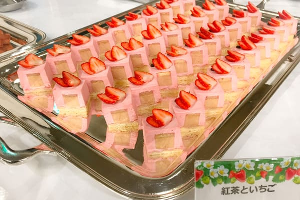 川崎日航ホテル スイーツブッフェ 紅茶といちご