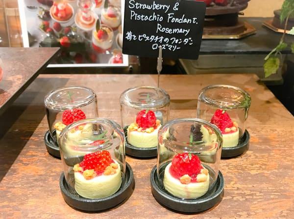 ウェスティンホテル東京 ザ・テラス 苺とピスタチオのフォンダンローズマリー