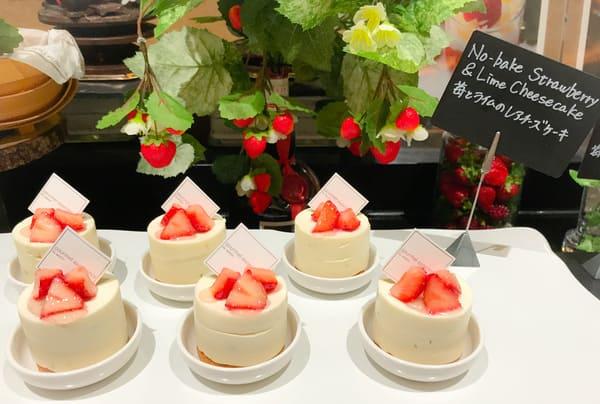 苺とライムのレアチーズケーキ