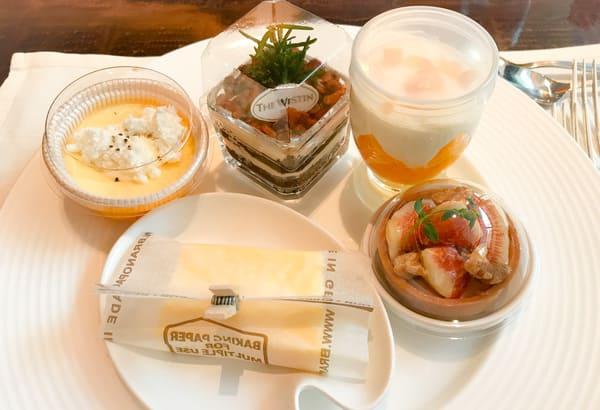 ザ・テラス2020年7月デザートブッフェメニュー「ベイクドチーズケーキ、ローズマリー風味のティラミス、グレープフルーツとオレンジのフォンティーヌブロー、イチジクとタイムのレアチーズタルト、レモンとホワイトチョコレートのテリーヌ」