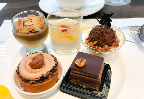 ザ・テラス 洋梨のコンポートとチョコレートクリーム、【アトリエ】洋梨のコンポートとブラマンジェ、ムースショコラレジュール、【アトリエ】けしの実とマロンのタルト*、チョコレートとクルミのダックワーズ
