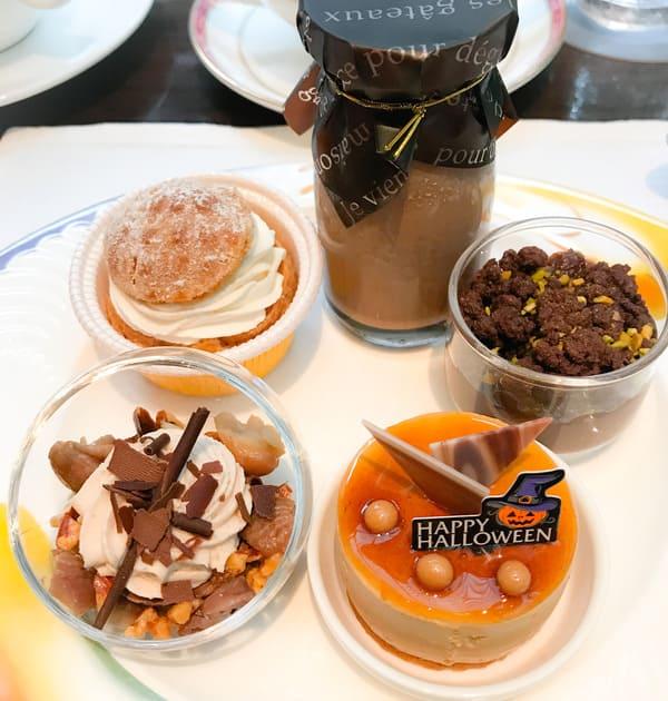 【アトリエ】洋梨のシュークリーム*、チョコレート牛乳、ラムレーズンとチョコレートクリーム*、チョコレートとマロンのムース、【アトリエ】アプリコットとカラメルのムース