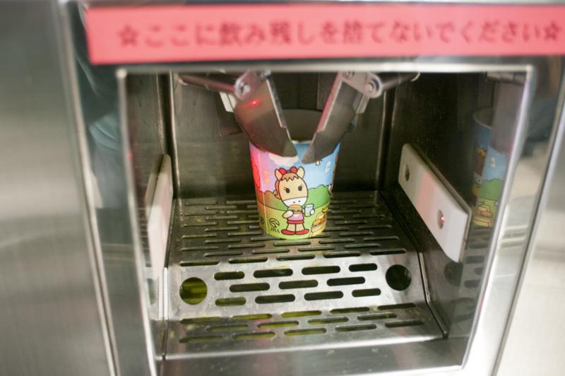 中京競馬場内の各所にある無料の湯茶コーナー