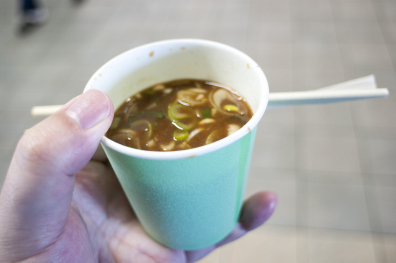 中京競馬場グルメすみれの豚汁